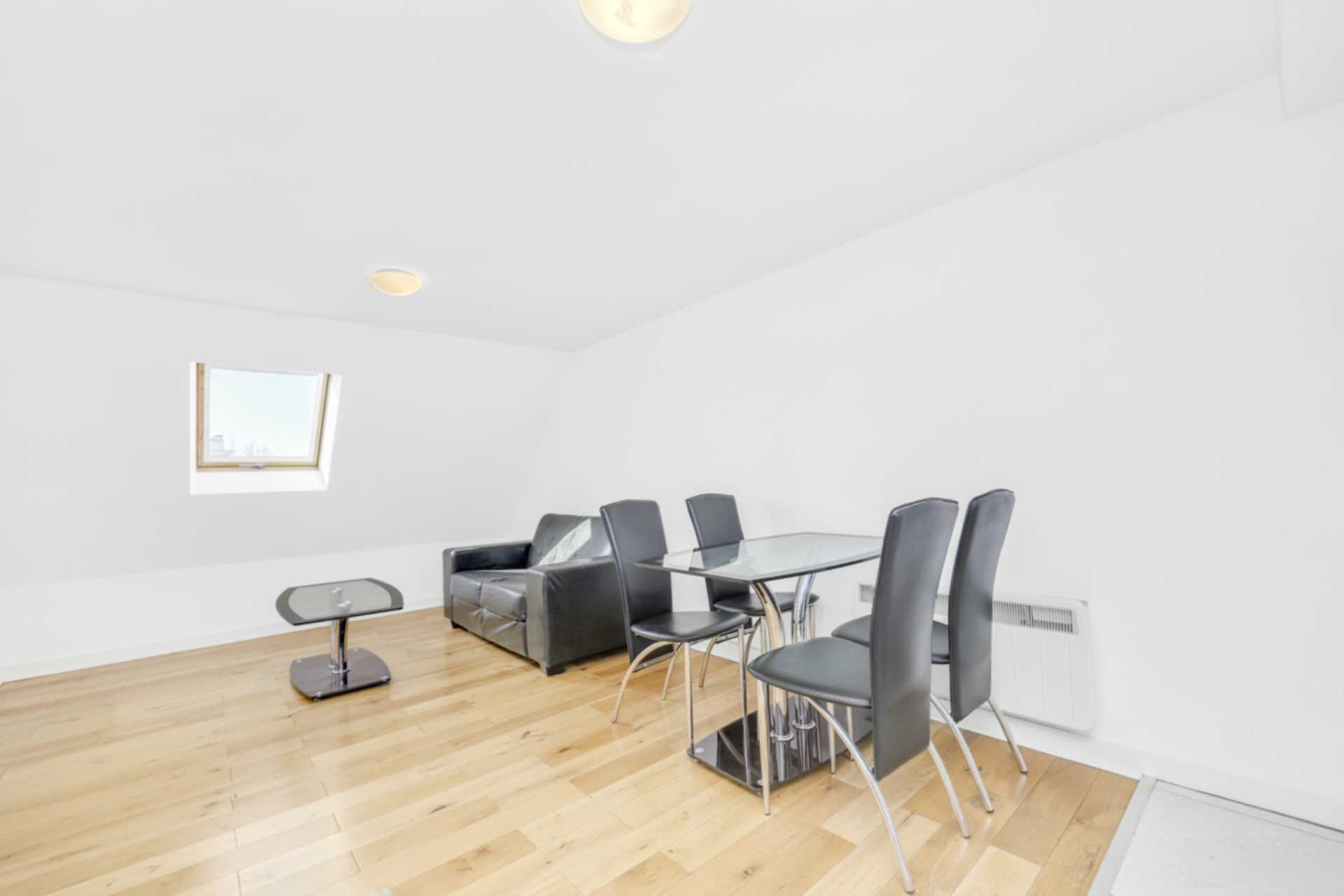 Flats And Apartments To Rent In London L2L128-1440