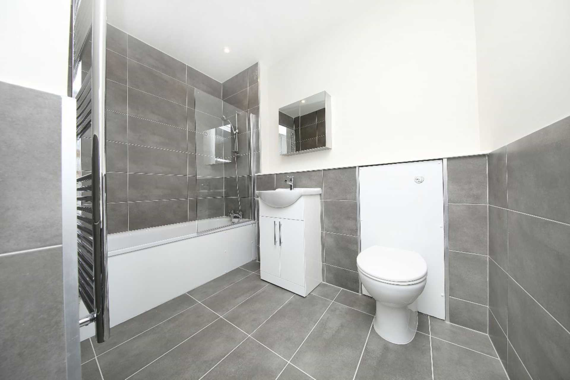 Flats And Apartments To Rent In London L2L128-1760