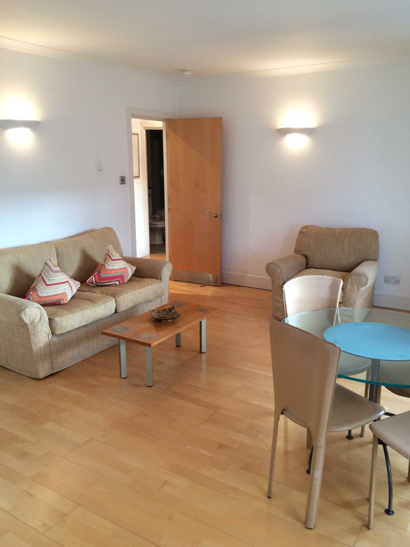 Property To Rent In London L2L128-1208
