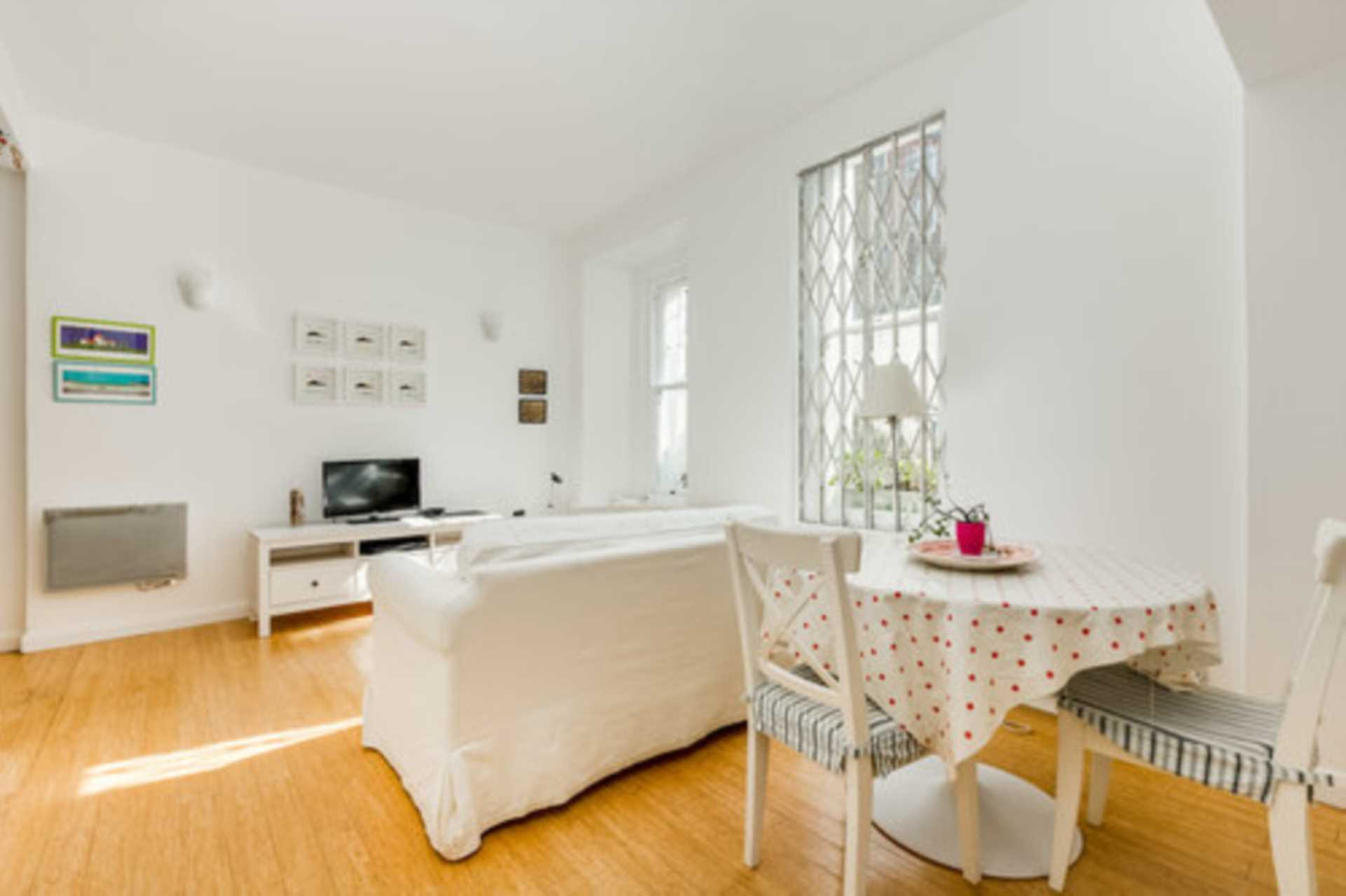 Rent In London L2L128-1410