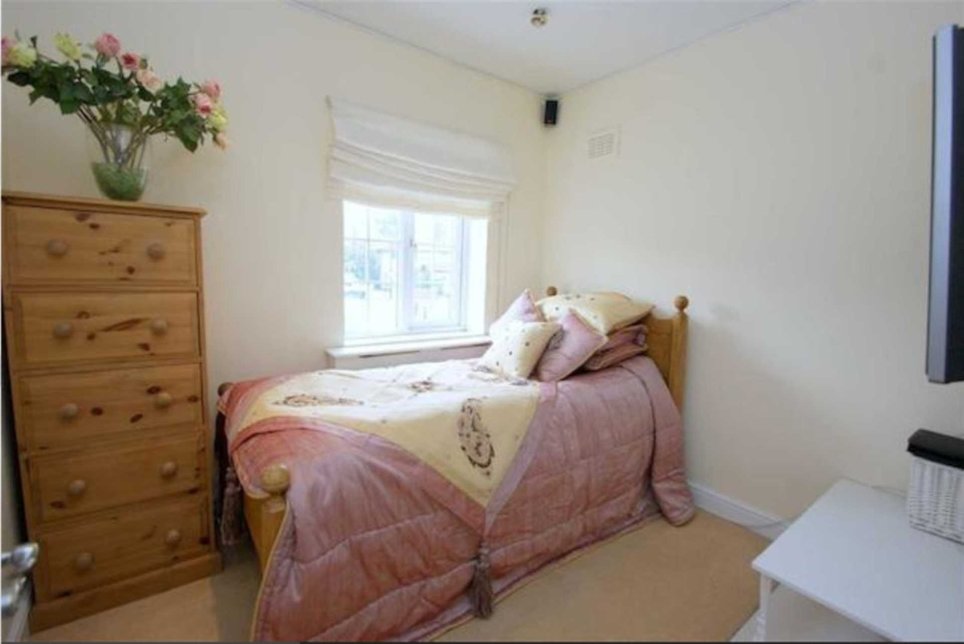Flatshare To Rent In West Twyford L2L128-1528