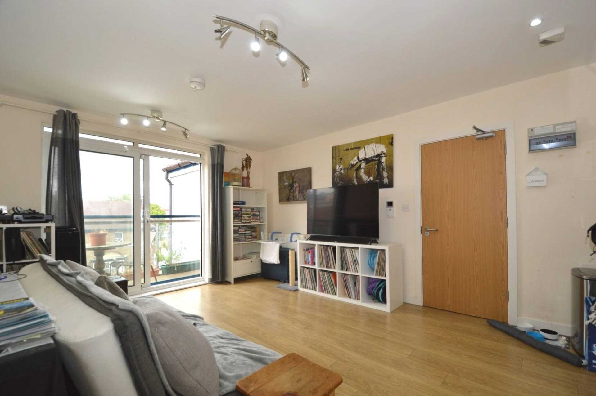 Property To Rent In London L2L131-405