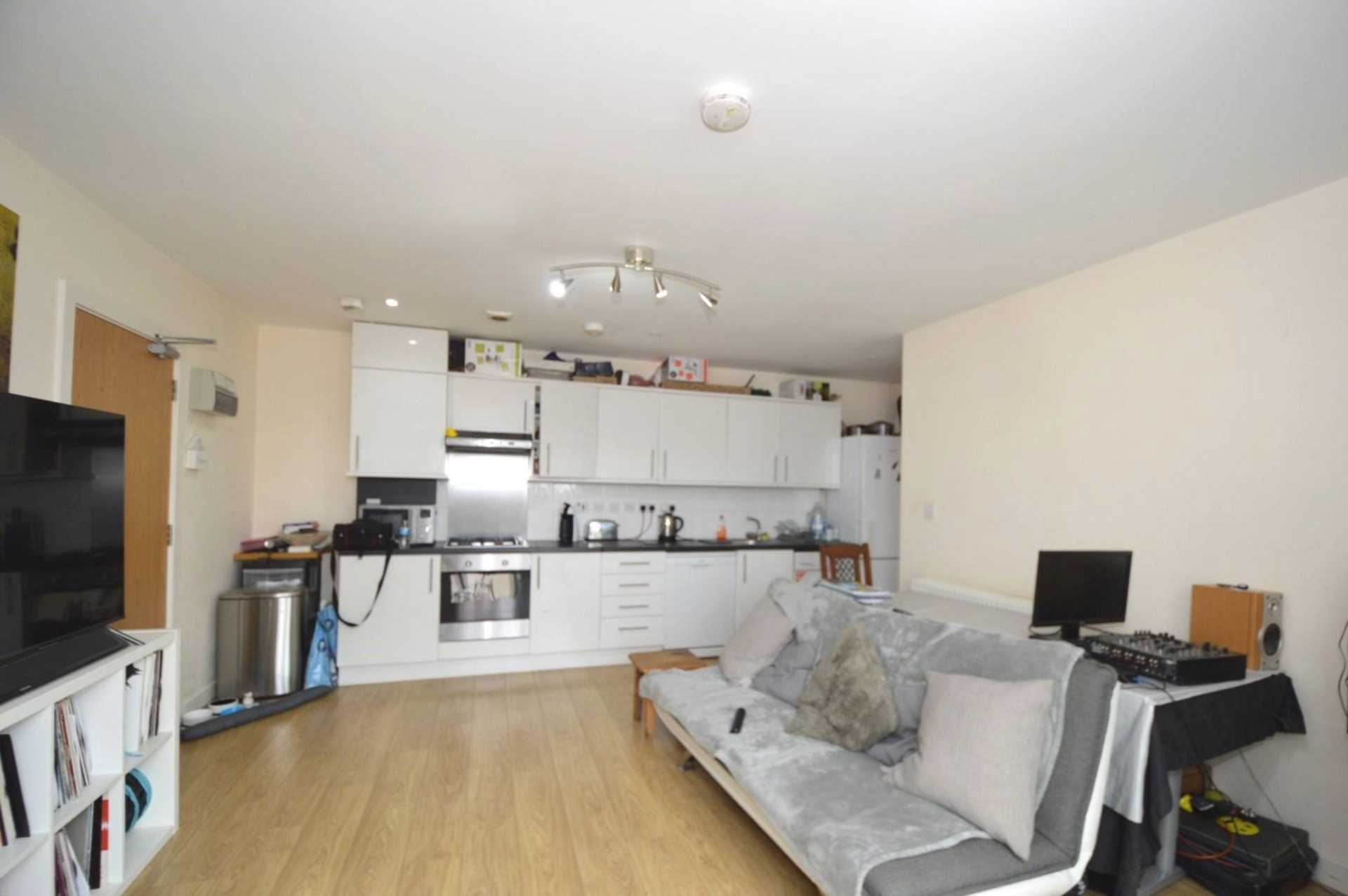 Flats And Apartments To Rent In London L2L131-405