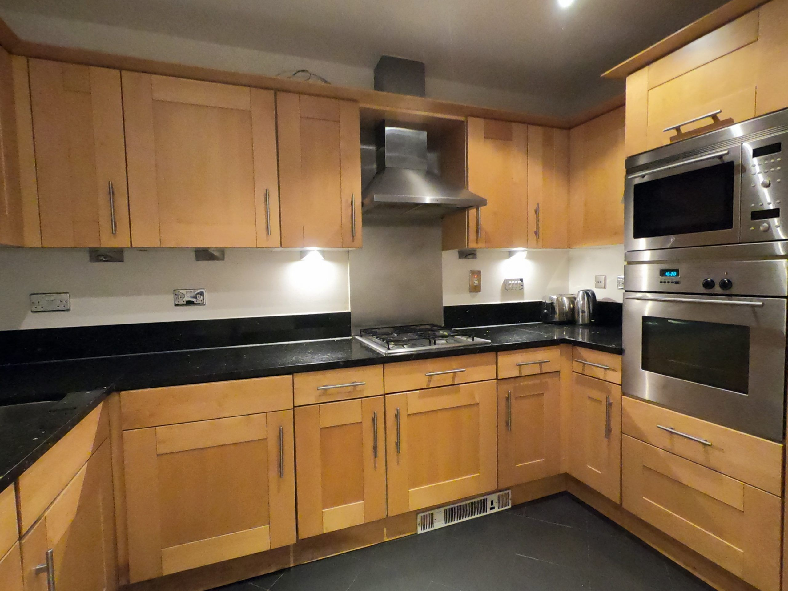 London Rental Property L2L13669-5745