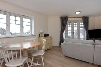 Flats And Apartments To Rent In London L2L1387-385