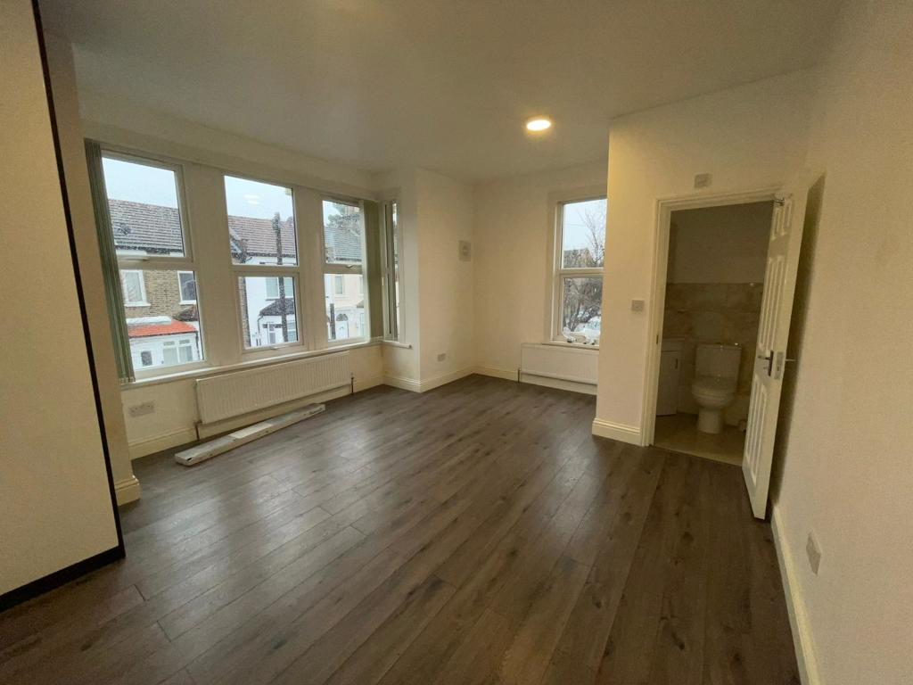 Flats And Apartments To Rent In London L2L1450-394