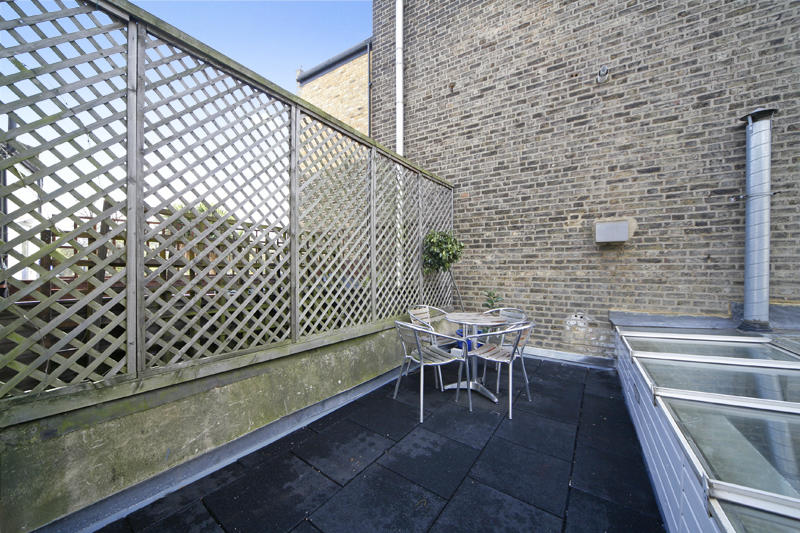 House To Rent In London L2L1455-1426