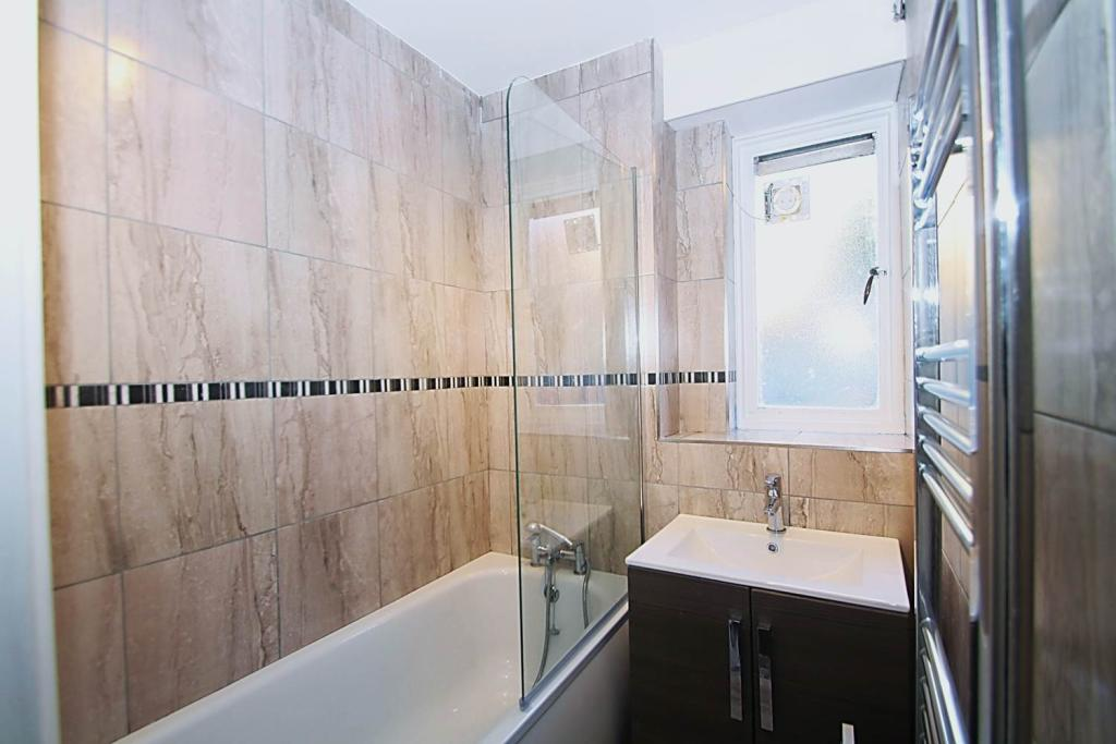 Property To Rent In London L2L1455-440