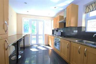 Property & Flats to rent with Bairstow Eves (Lettings) (Battersea) L2L1455-384