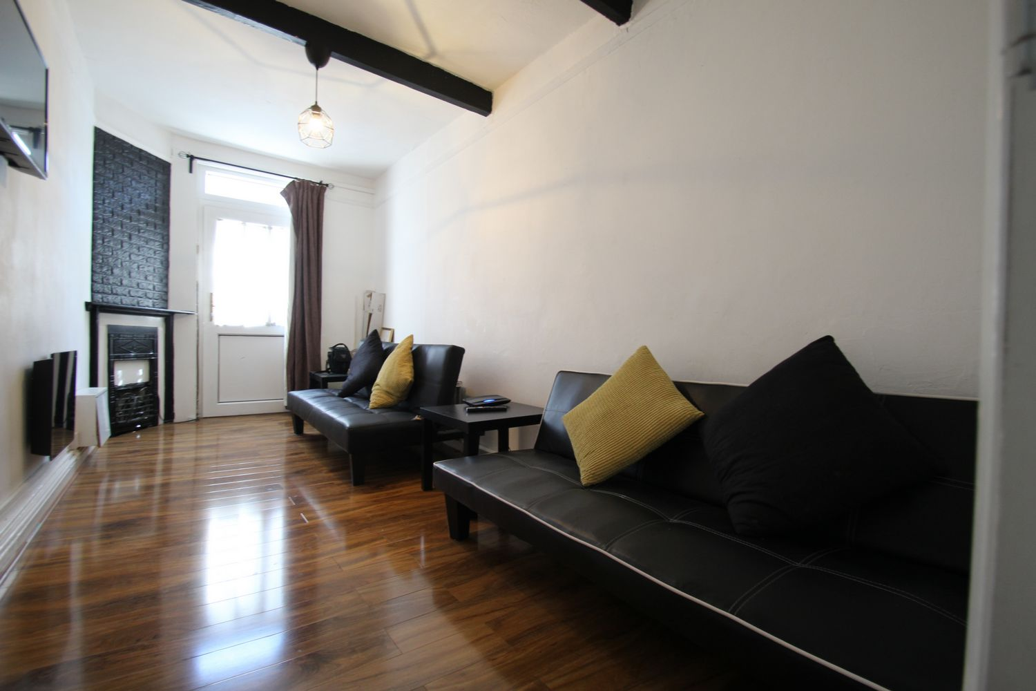 Flats And Apartments To Rent In London L2L154-4950