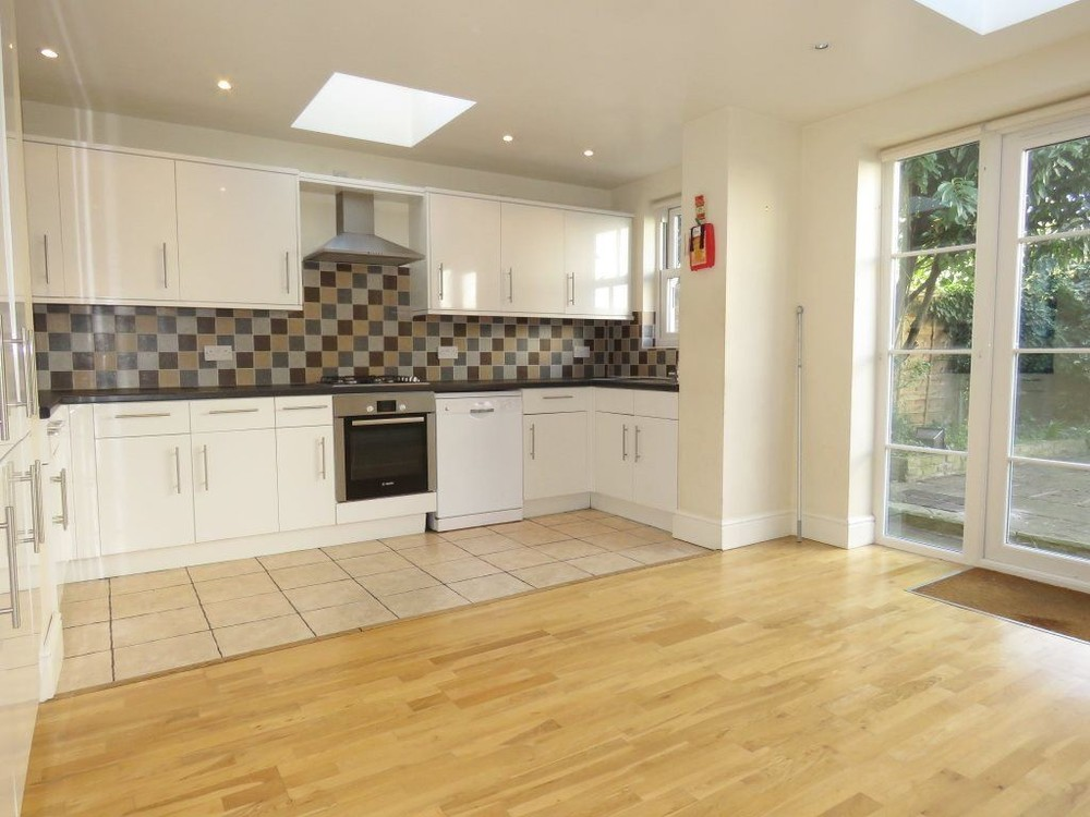 Property To Rent In London L2L158-405