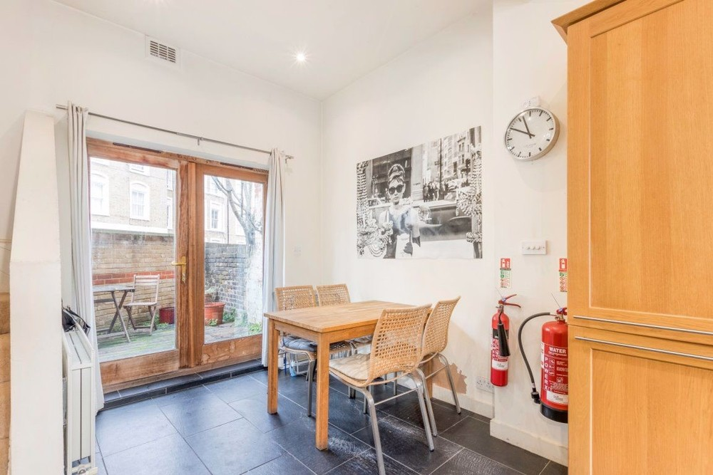 Parking And Other To Rent In Battersea L2L158-846