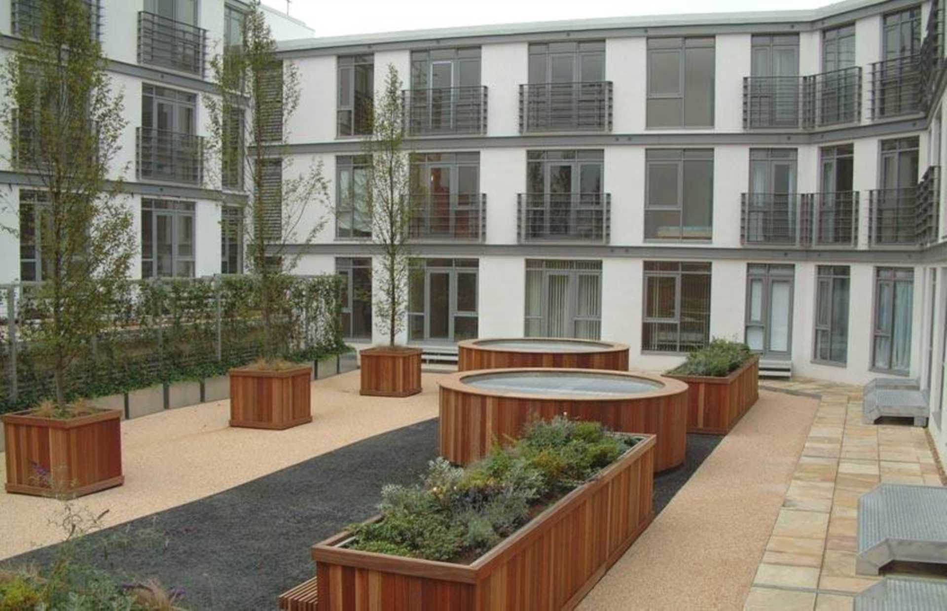 Flats And Apartments To Rent In London L2L1612-1397