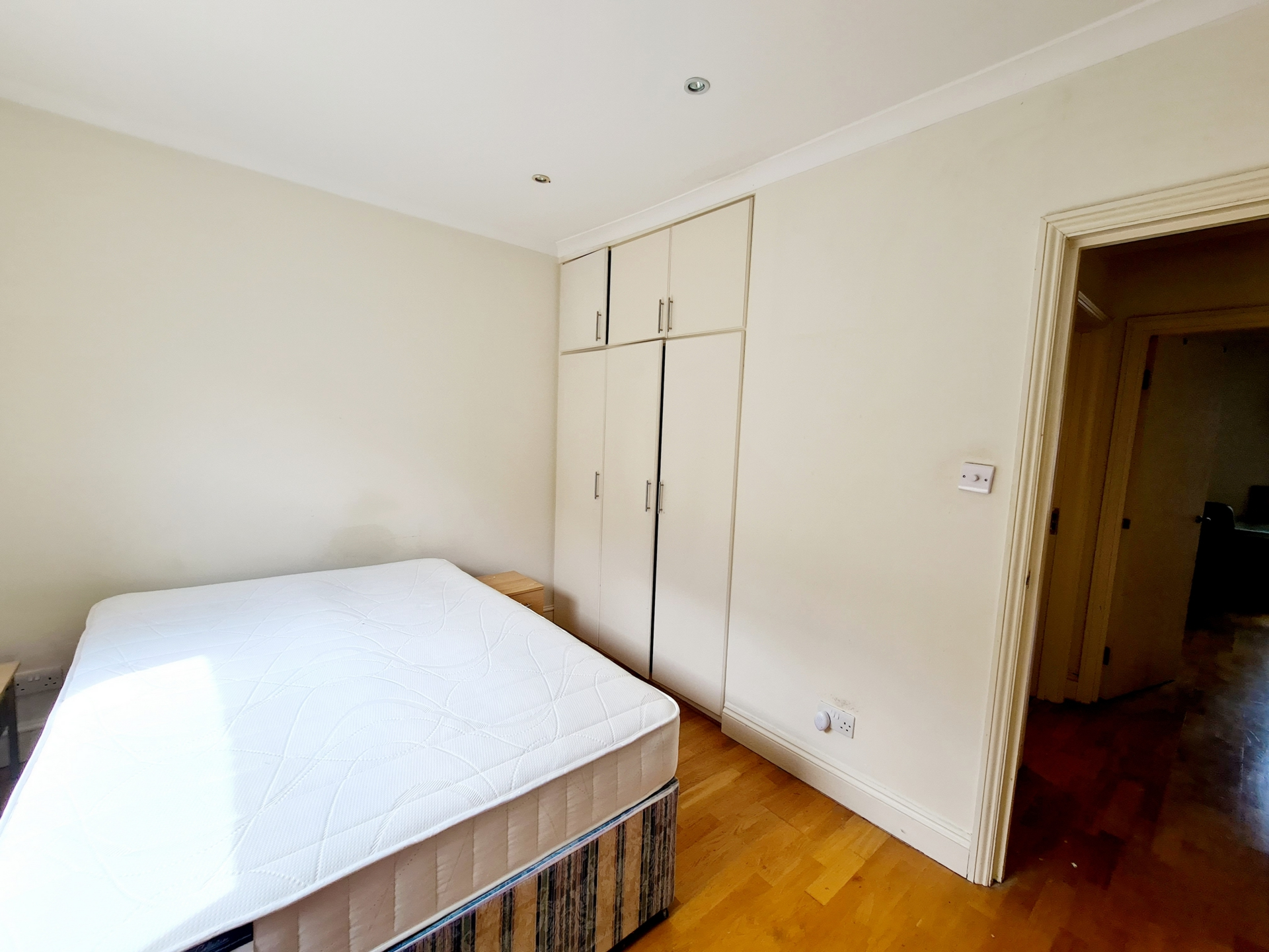Bloomsbury Rental Property L2L176-3760