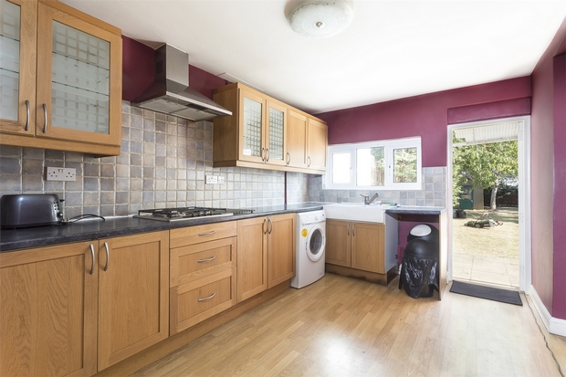 House To Rent In London L2L206-100