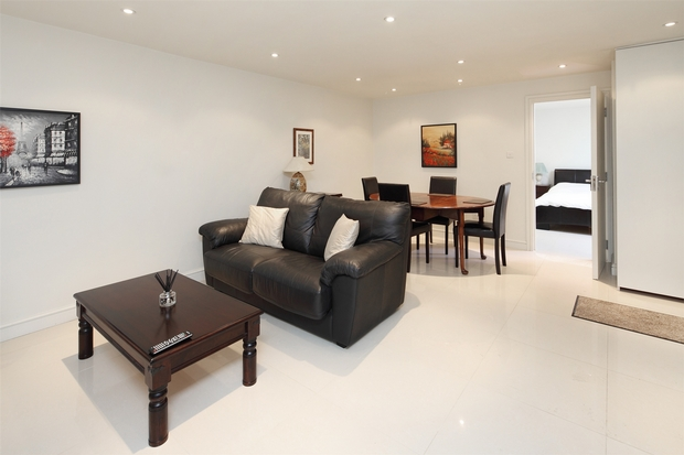 House To Rent In London L2L206-597