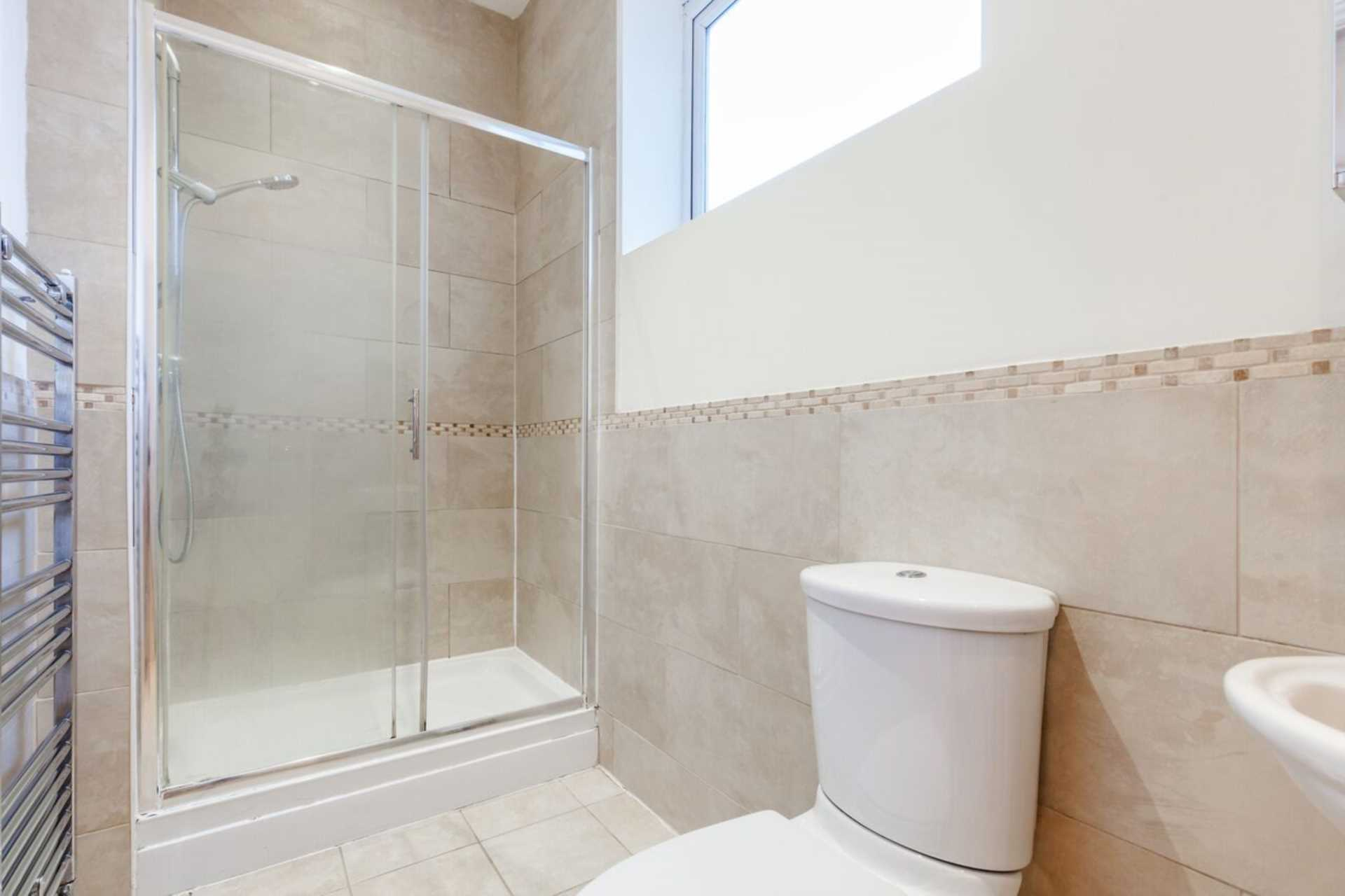 Flats And Apartments To Rent In London L2L2086-1323