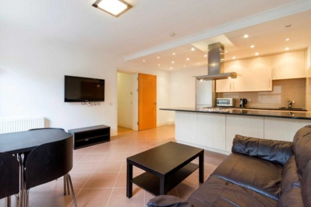 Flats And Apartments To Rent In London L2L2271-441