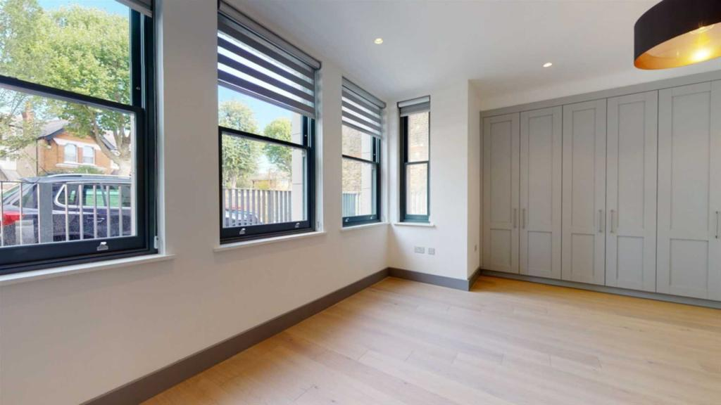Flats And Apartments To Rent In South Ealing L2L2271-430