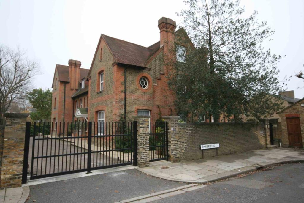 Property To Rent In London L2L2271-299