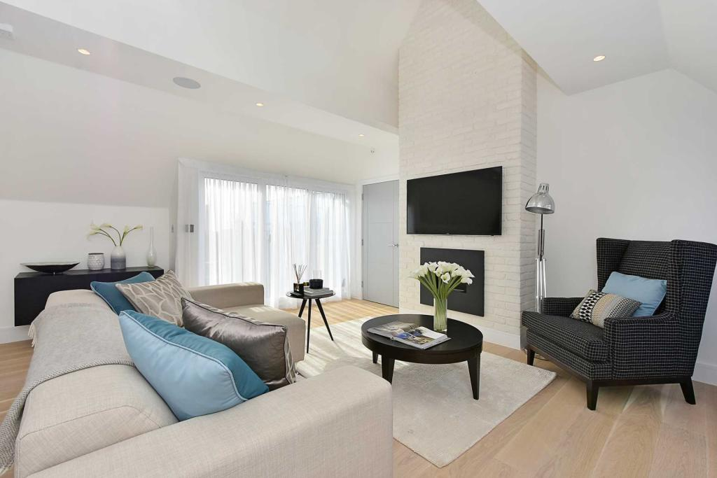 Property To Rent In London L2L2271-249
