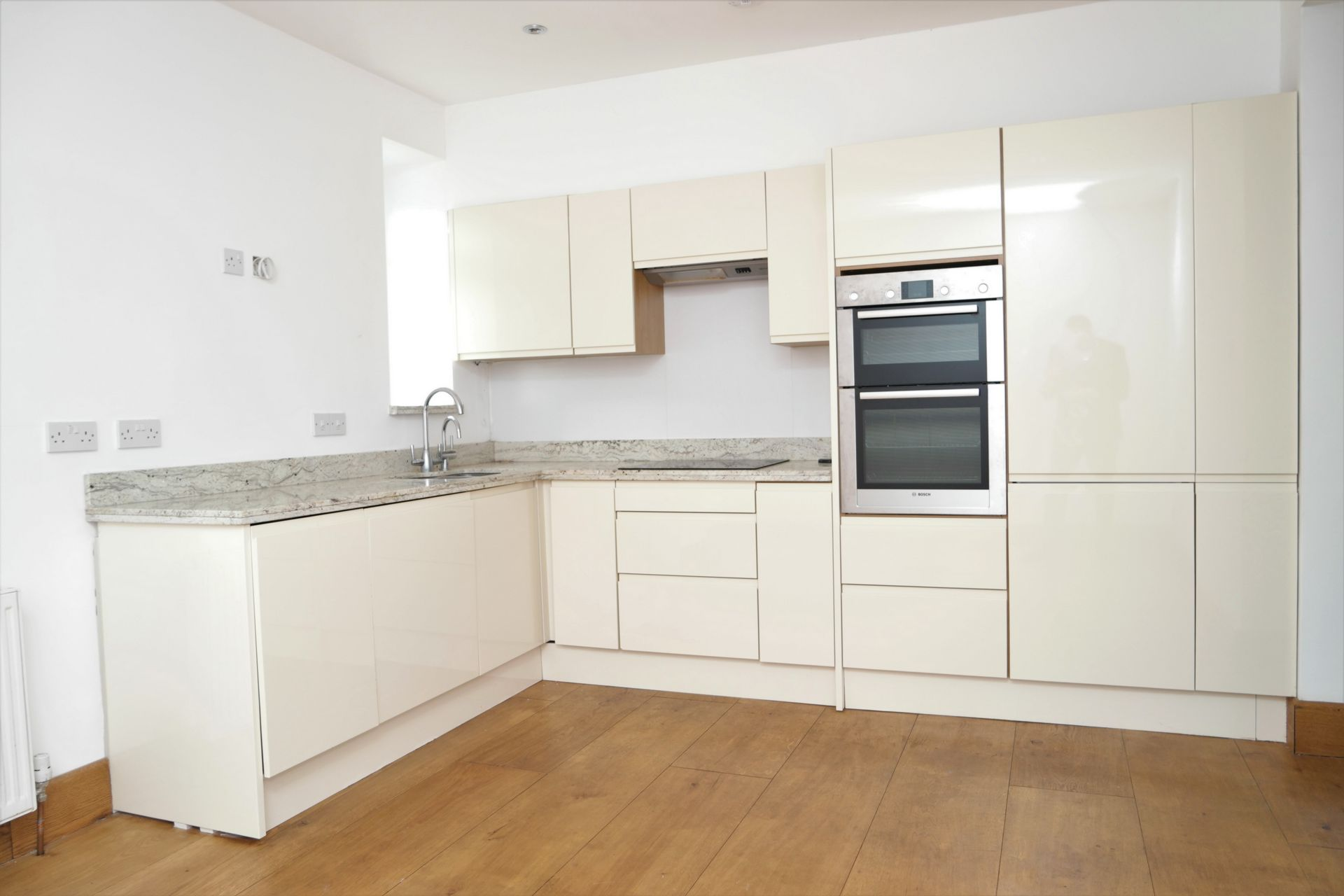 Property To Rent In London L2L232-322