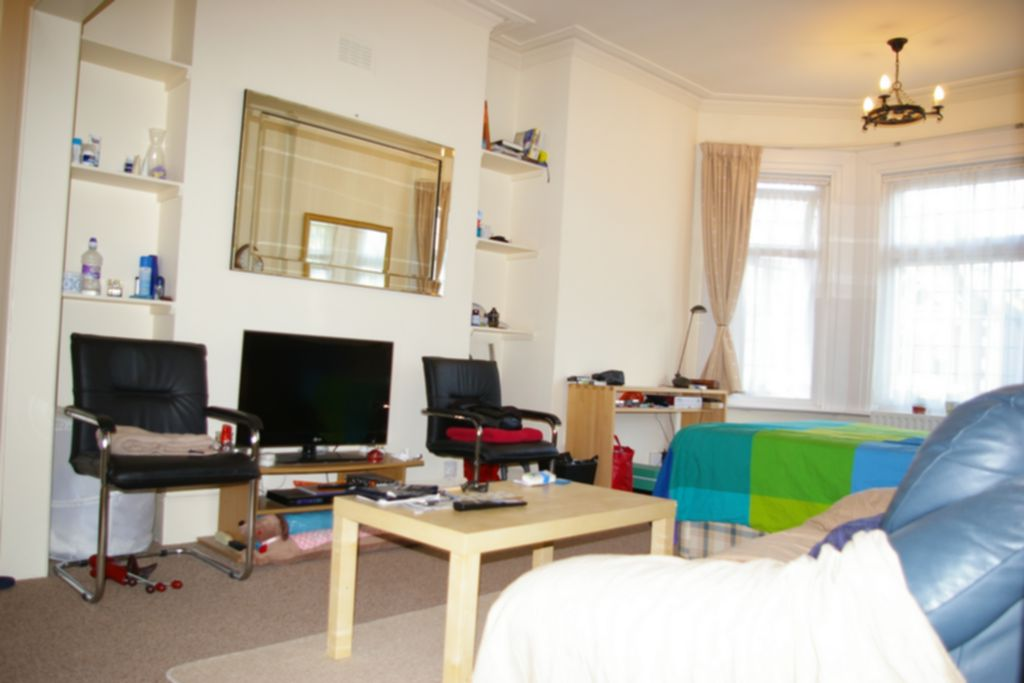 Rent In London L2L245-100