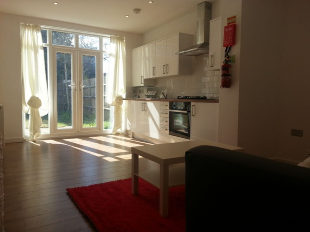 Property To Rent In London L2L245-135