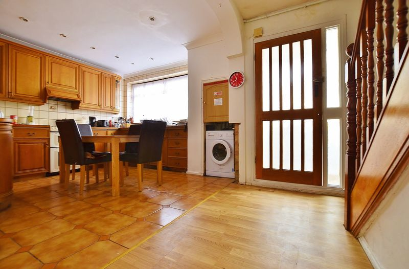 Property & Flats to rent with Homefinders - Hackney L2L2465-694