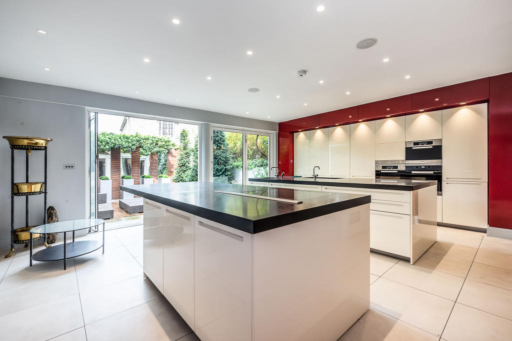 House To Rent In Chelsea L2L2535-123