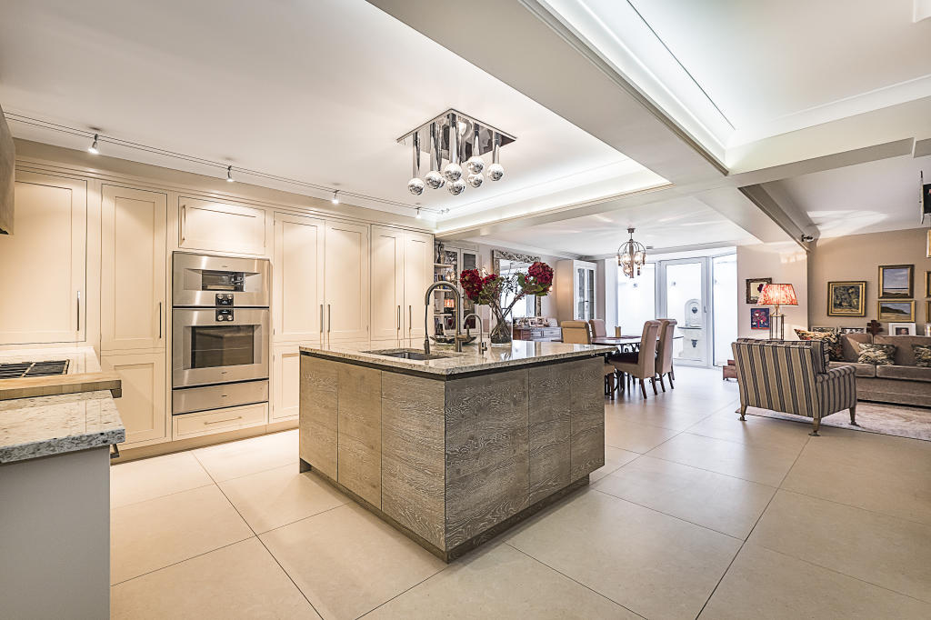 House To Rent In London L2L2535-235