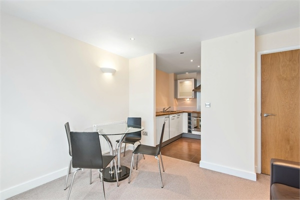 Flats And Apartments To Rent In Victoria Docks L2L264-813