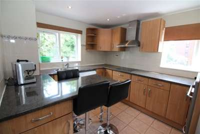 Property & Flats to rent with Mann Countrywide (lettings) (Bromley) L2L2793-411