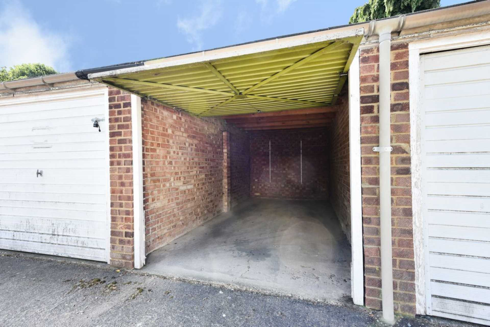 Parking And Other To Rent In London L2L2990-356