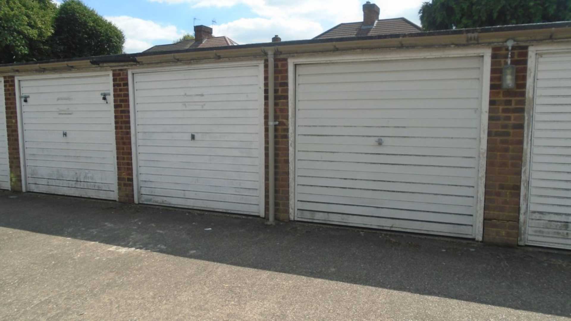 Parking And Other To Rent In Woodside Park L2L2990-356