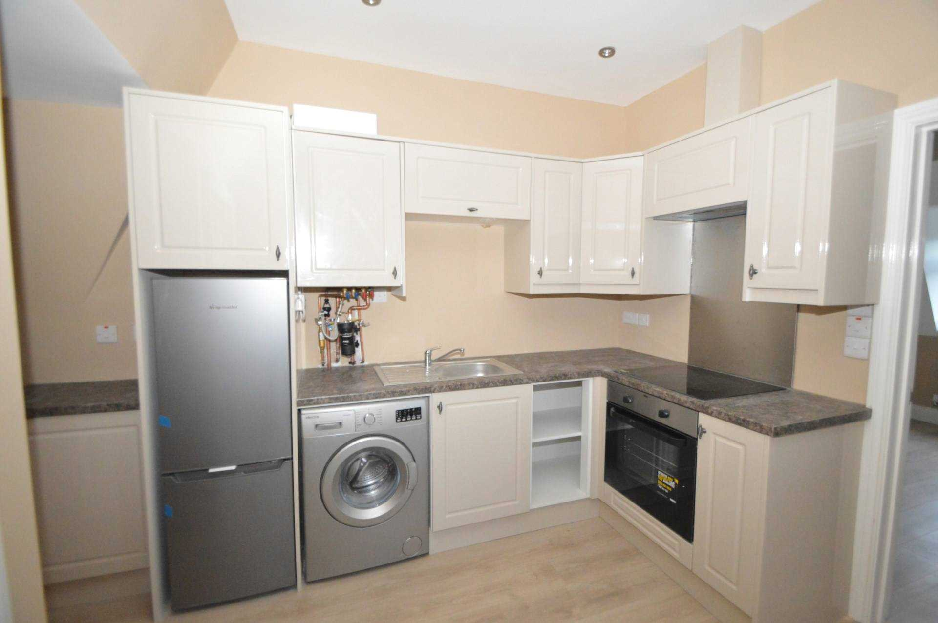 Flats And Apartments To Rent In Addlestone Bourneside L2L3126-466
