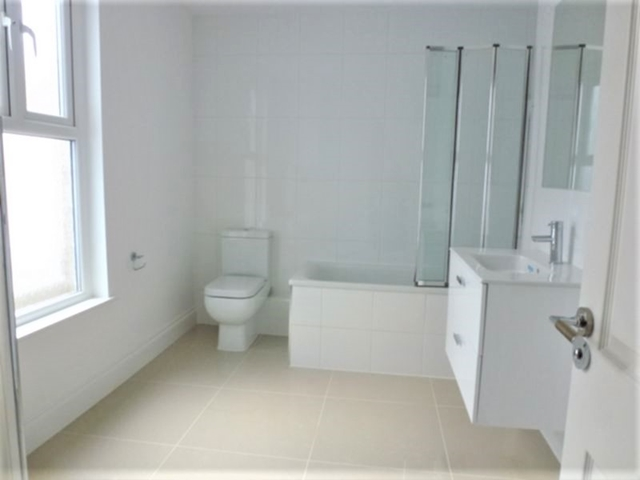 House To Rent In London L2L3269-1546