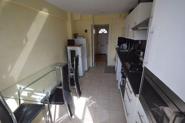 Flats And Apartments To Rent In London L2L3336-100