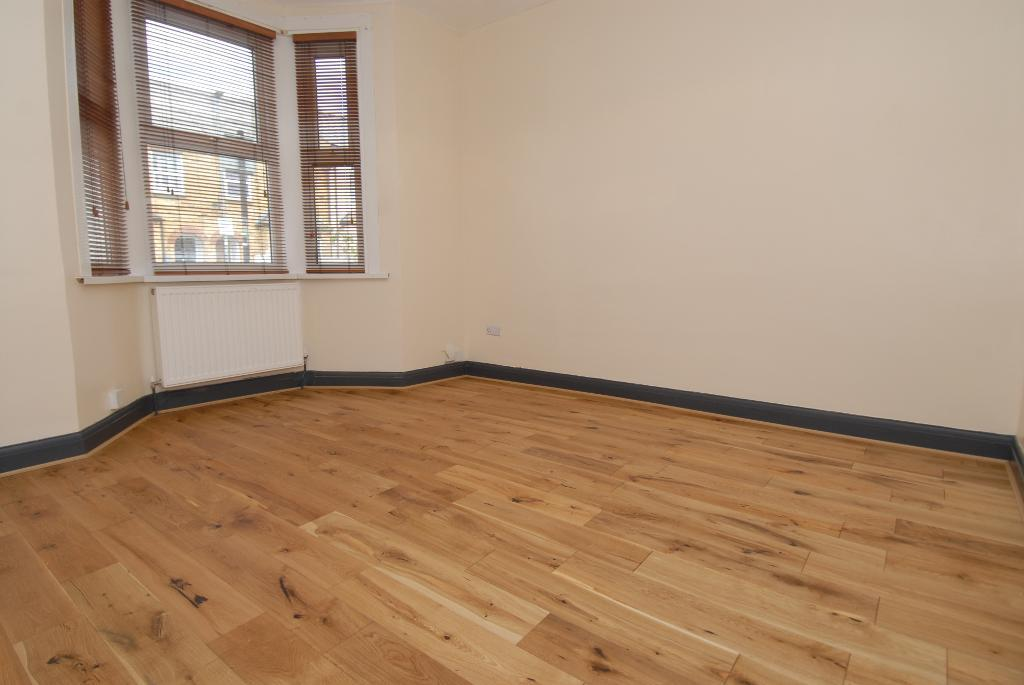 House To Rent In London L2L3476-100