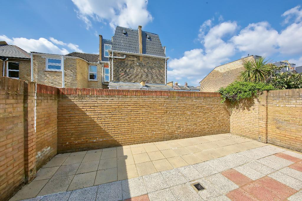 House To Rent In London L2L3476-1934