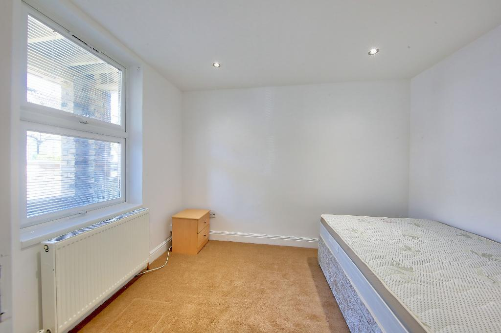 House To Rent In London L2L3476-756