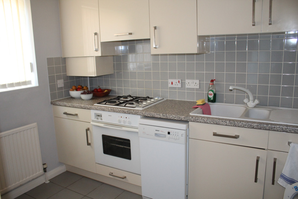 Student To Rent In Woodside Park L2L3681-526