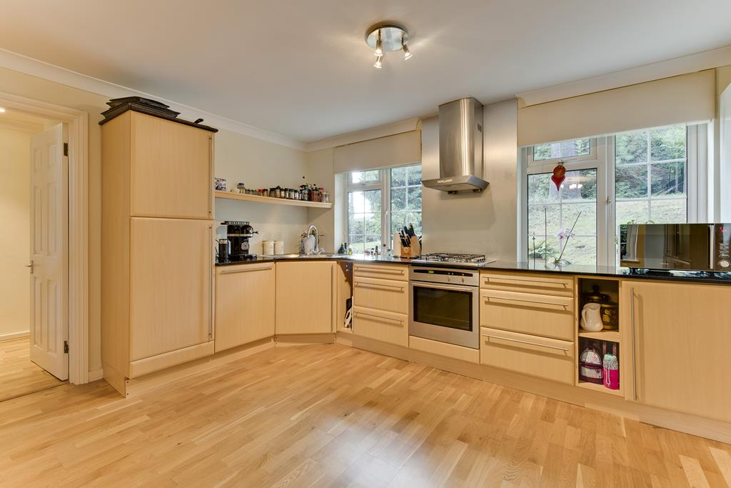 House To Rent In London L2L3800-100