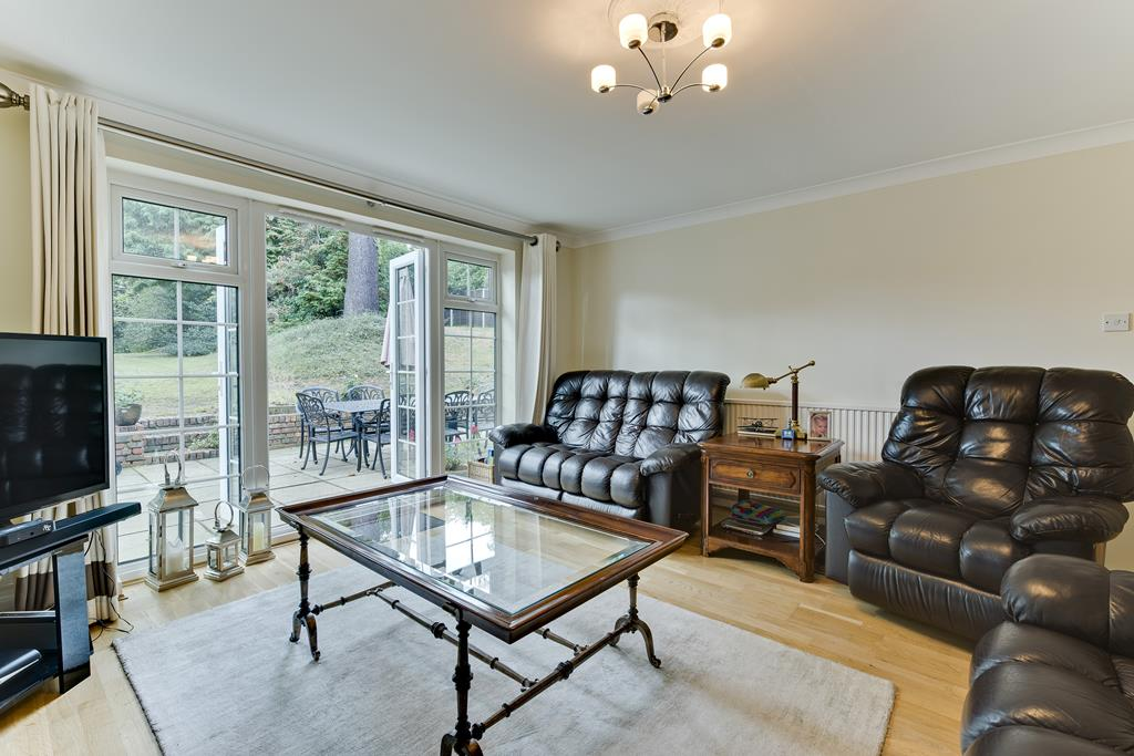 House To Rent In Weybridge South L2L3800-100