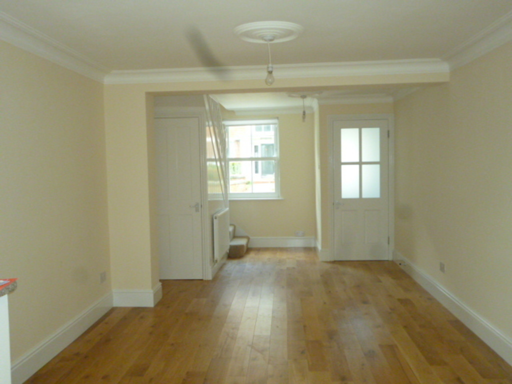 House To Rent In London L2L390-218