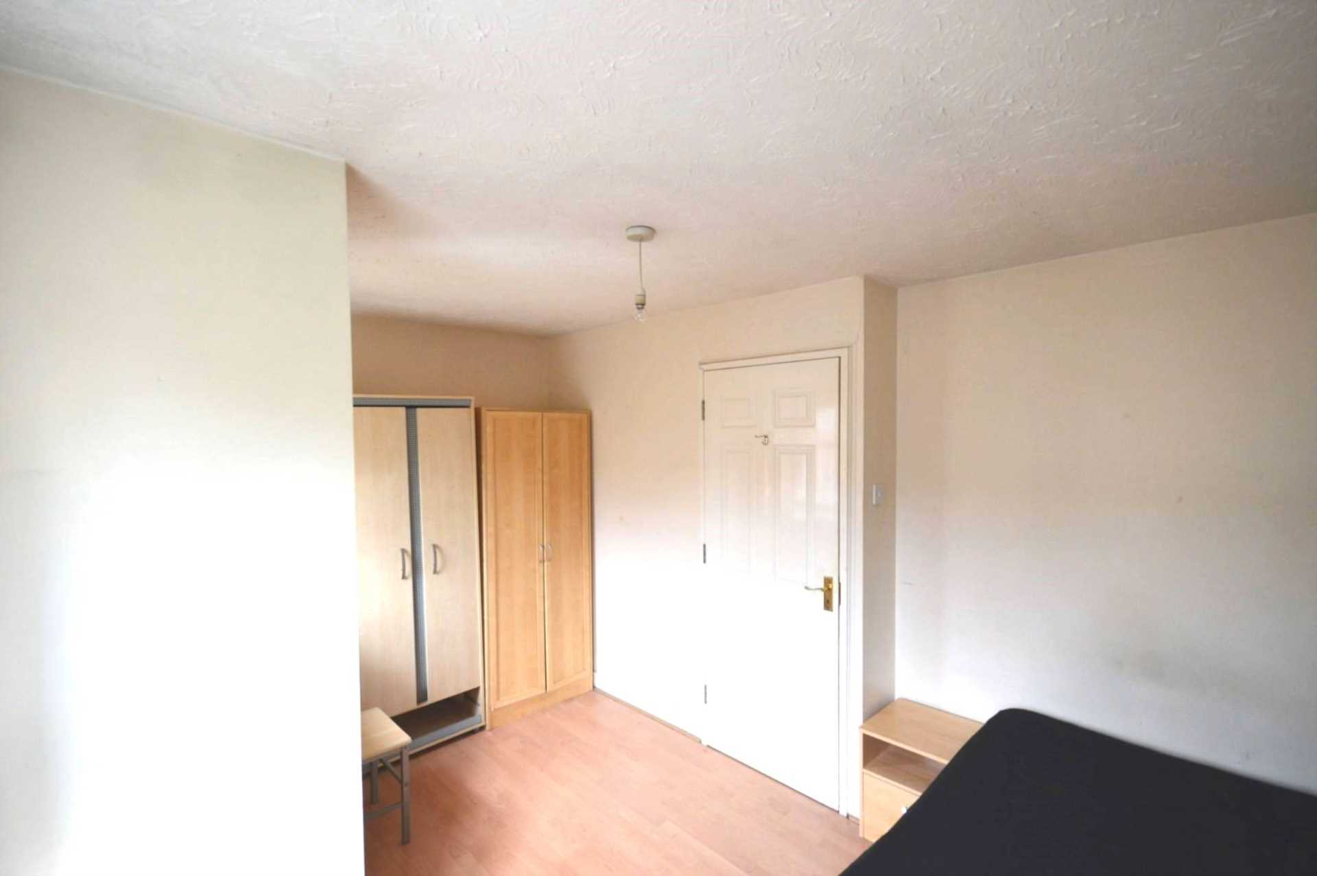 Student To Rent In London L2L3914-1547
