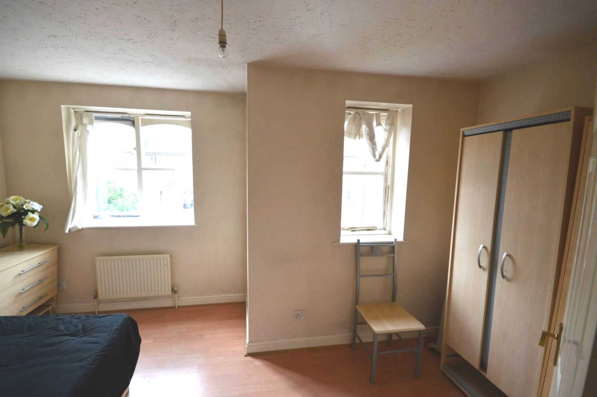 Rent In London L2L3914-1547