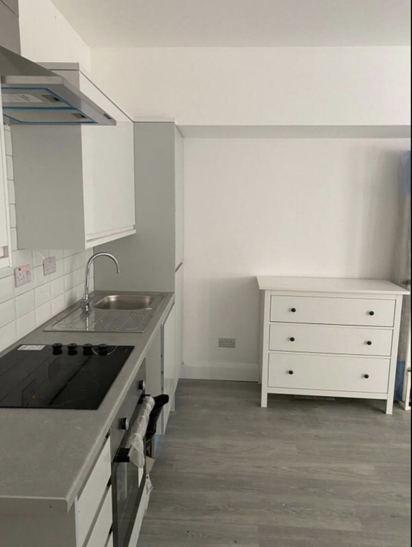 Property To Rent In London L2L395-3215