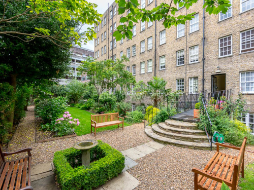 Rent In London L2L404-150