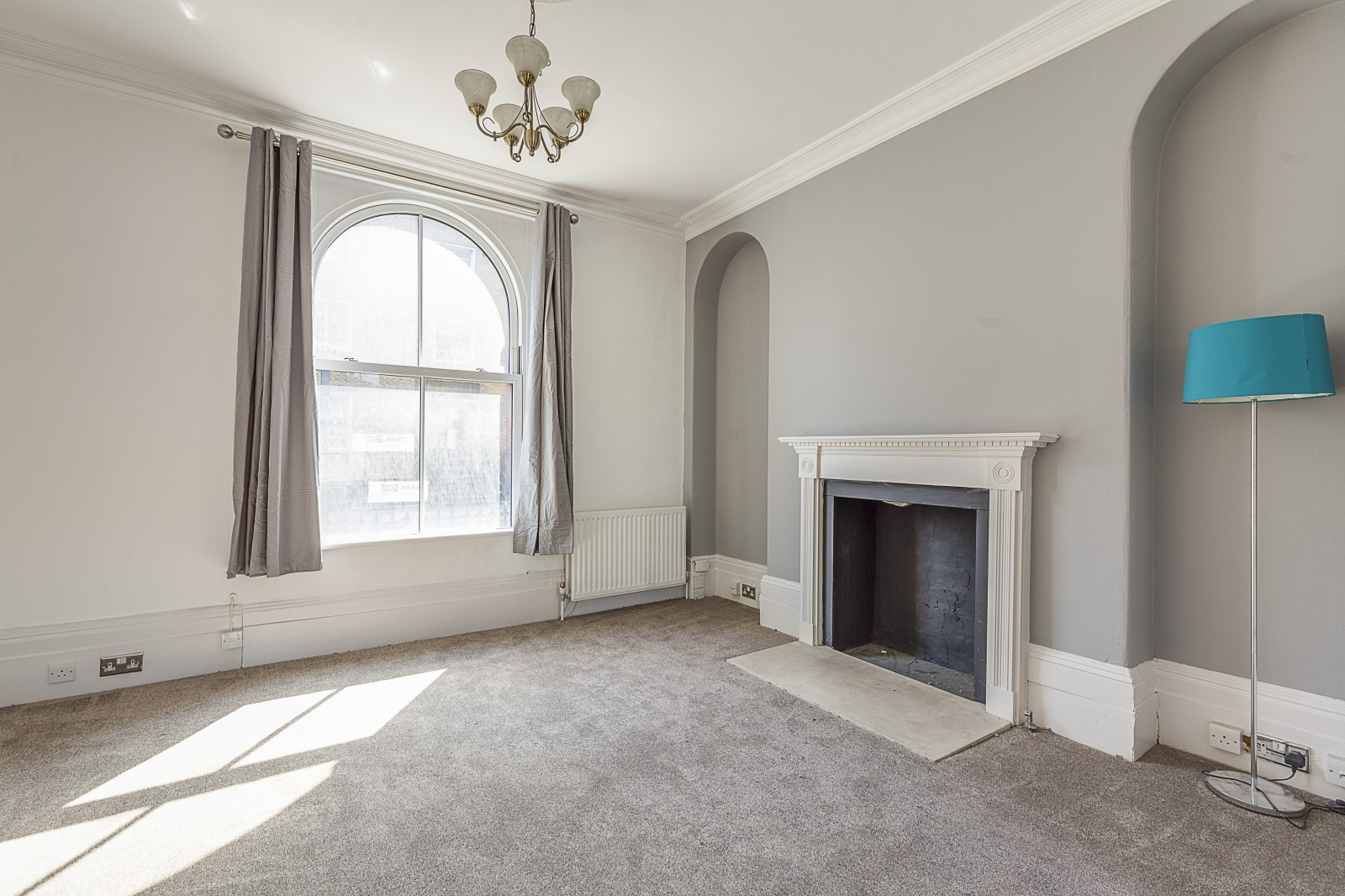 House To Rent In London L2L4043-624